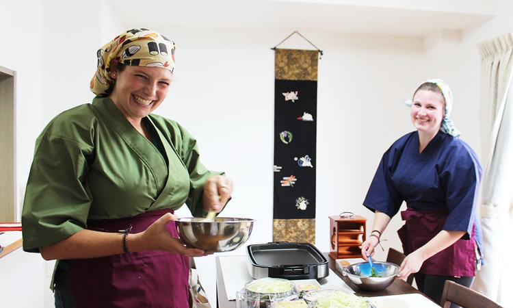 茶道を英語で紹介する方法を学ぶお稽古
